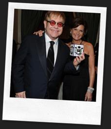 Elton John und die Gründerin von Nest, Laura Slatkin, an einer Benefiz-Veranstaltung
