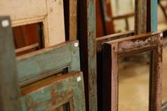 Spiegel aus altem Fassadenholz