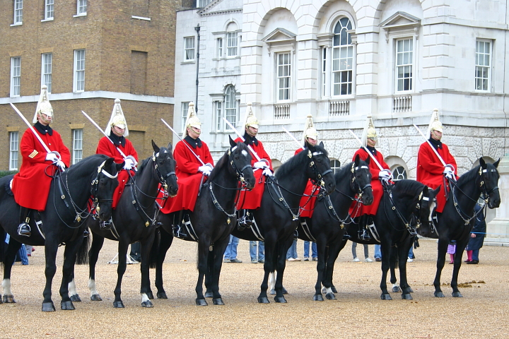 Picture of the Day: Horse Guard at Buckingham Palace ...  Picture of the ...