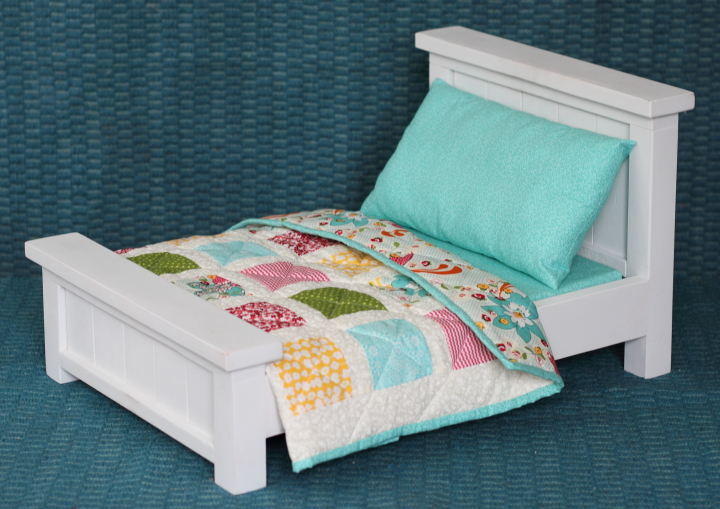 Doll Bed with Bedding & Patchwork Quilt - Blog - homeandawaywithlisa : doll quilt size - Adamdwight.com