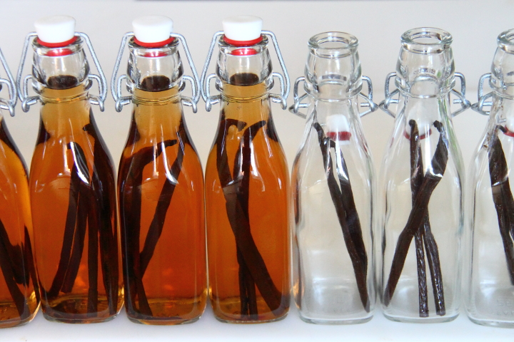 Homemade Spiced Rum Vanilla Extract - Blog - homeandawaywithlisa