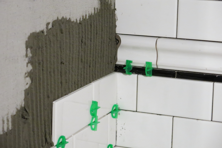 how to get flat walls for tiling