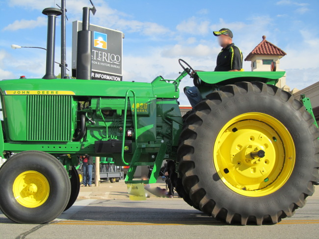 how to find gas leak on universal tractor