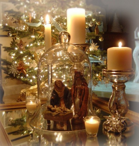 Christmas decorating trends we 39 re loving holiday for Christmas glass jar decorations