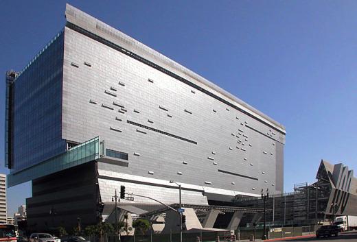 Summer Travel Video Two Futuristic Buildings In Los Angeles Design2share Interior Design Q A