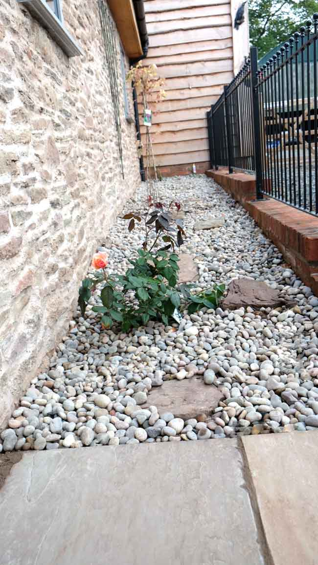 Garden ideas and design blog hornby garden designs for Low maintenance garden raised borders