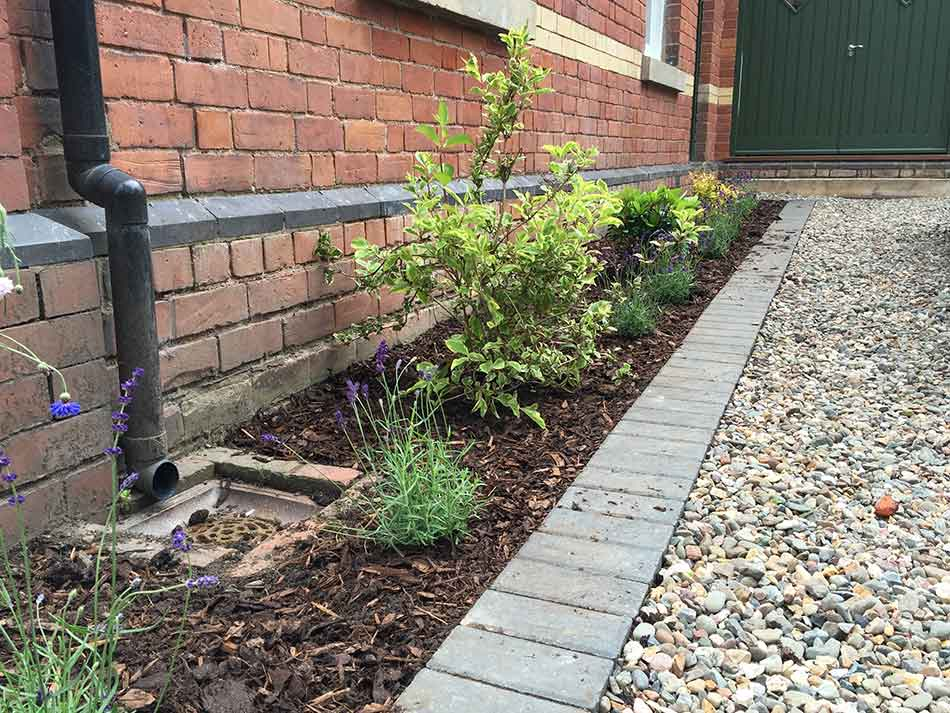 Flower bed design planting in shrewsbury front garden for Garden planting ideas uk