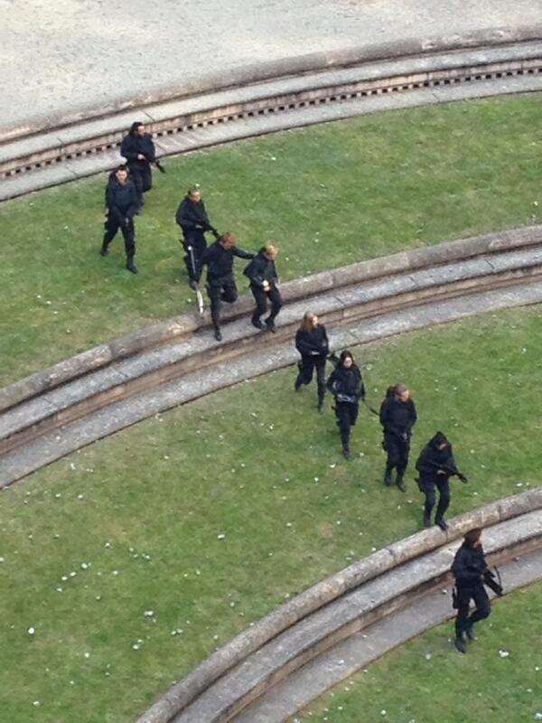 More From the 'Mockingjay' Set in Paris - Photos & Video ...