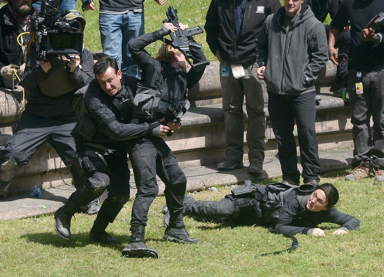 Emotional Scenes Filmed on the 'Mockingjay' Set Today ...