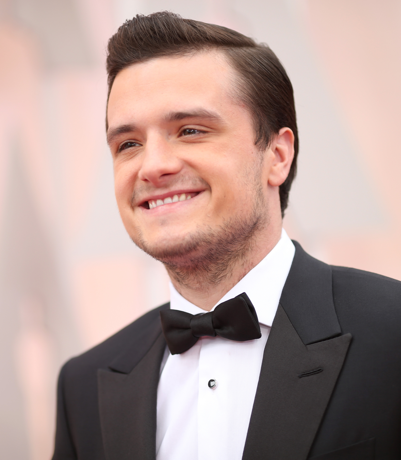 Julianne Moore Wins Josh Hutcherson Presents at the Oscars - The Hunger Games News