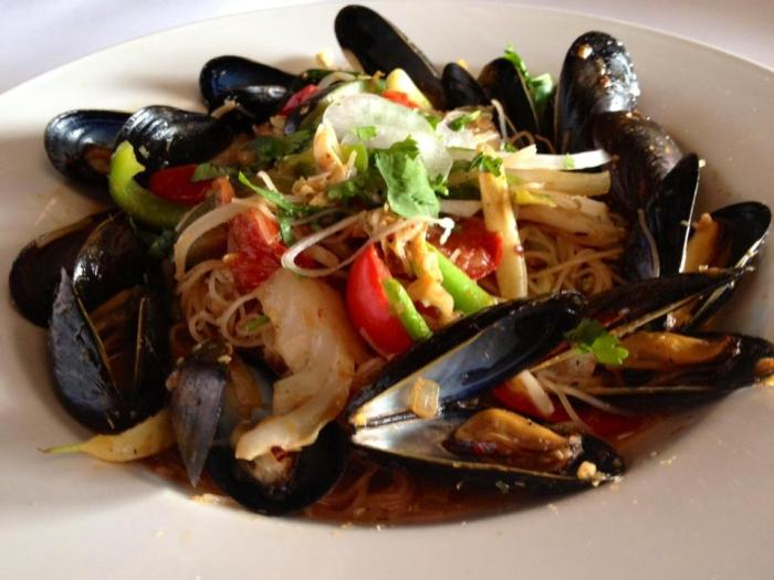 Mee Siam with fresh mussels