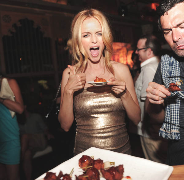 Heather Graham eating