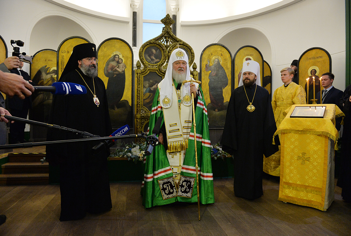 In London, Patriarch Cyril was presented with a royal puppy 17.10.2016 52