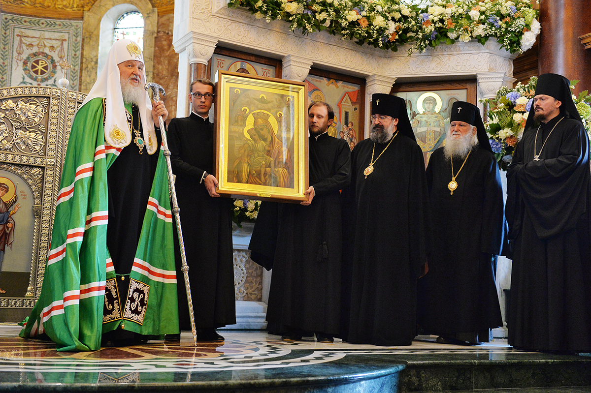 In London, Patriarch Cyril was presented with a royal puppy 17.10.2016 36