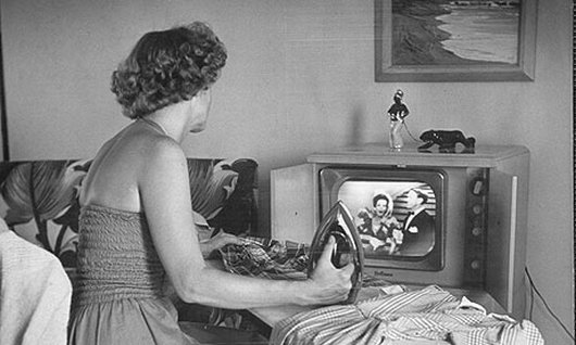 television in the fifties essay Throughout the history of television, the role of the housewife and mother has changed from a subservient woman to the more controlling, powerful, and dominant female portrayed in today's culture in early television, the 1950's and 1960's, the housewife or mother was always seen as submissive.