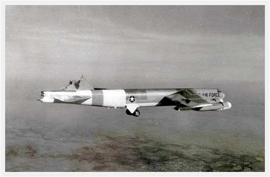 Photos insolites... - Page 27 1964-Boeing-B-52-Tail-Damage