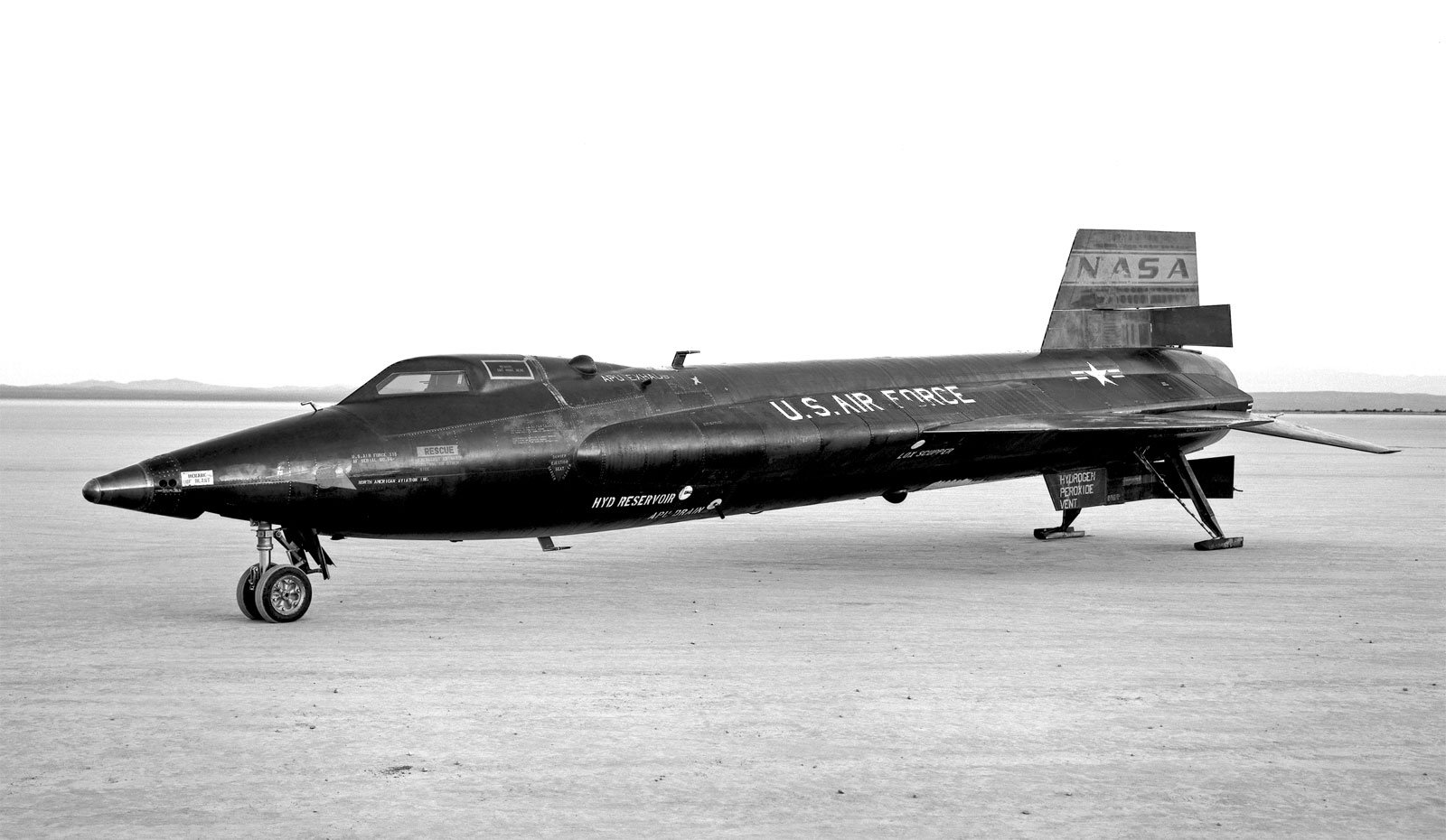CoolPix: Lean & Mean North American X-15 (1961) - blog - AirPigz