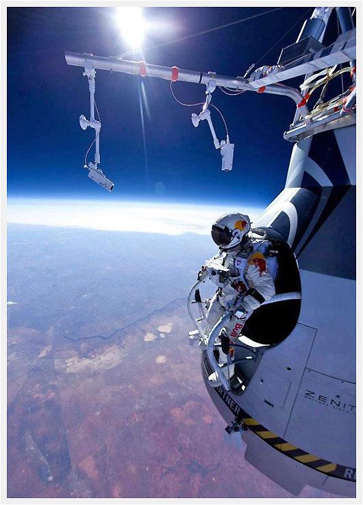 Red Bull Skydive >> Red Bull Stratos Felix Baumgartner Successful At Over 71 000