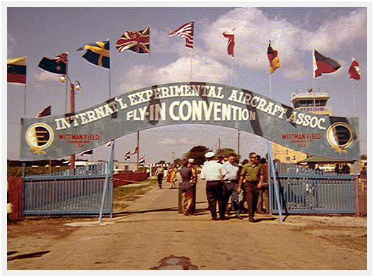 http://airpigz.com/blog/2013/12/6/before-brown-arch-the-blue-arch-at-oshkosh-1971-nostalgic-pi.html