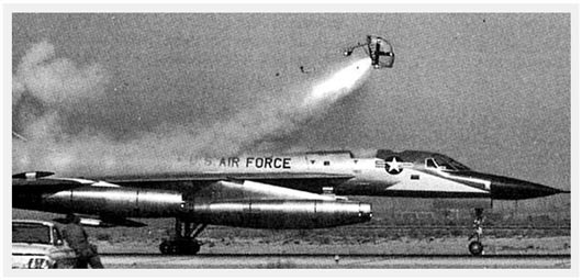 Pas-à-pas : Convair B-58 Hustler [Italeri 1/72] - Page 2 B-58-Ground-Ejection