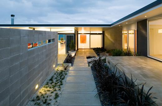Single storey t shaped beach house design okitu house by - T shaped house plans ...