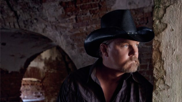 Trace Adkins Gets Kidney Stone Treatment, Bares All in Hospital Gown