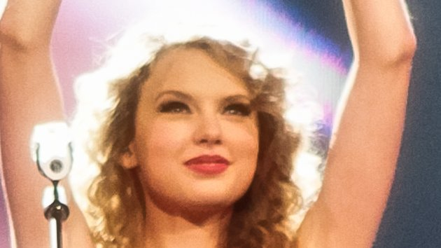"""Taylor Swift and B.o.B.'s """"Both of Us"""" Video Premieres on MTV"""