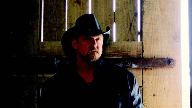 "Trace Adkins Shows Off His Tennessee Cabin to ""Cowboys & Indians"""