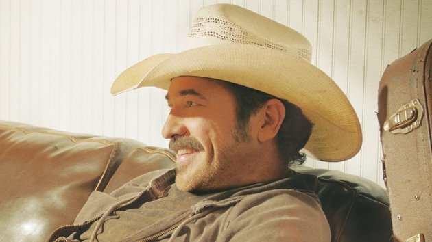 "Kix Brooks Shoots Video for ""New to This Town"""