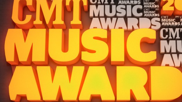 Toby Keith and Kristen Bell Hosting Star-Packed CMT Music Awards Wednesday Night