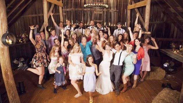 Kelly Clarkson Wedding.Kelly Clarkson Catches The Bouquet In New Fan Featuring Tie