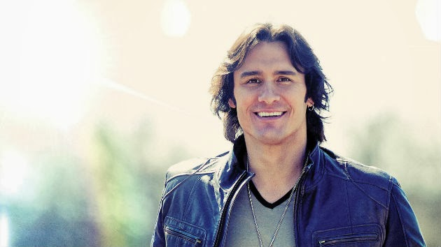 Joe Nichols Having a Blast Navigating Life with His Three Daughters