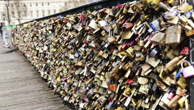 Paris Locks Down on Bridge 'Love Locks'