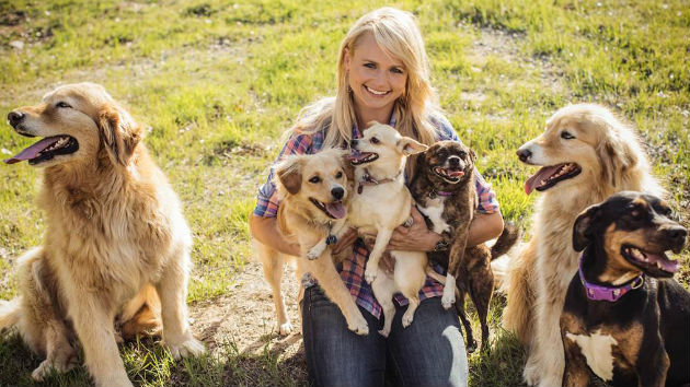 Miranda Lambert Raises $66,000 for Rescue Dogs