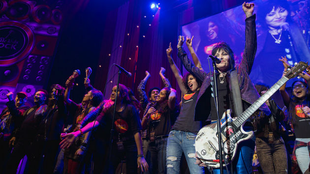 Billie Joe Armstrong, Mike Ness, Kathleen Hanna and Brody Dalle Cover Joan Jett at Charity Event