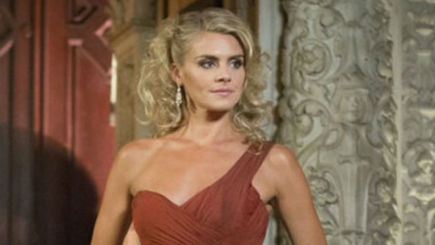 """Benched"" Star Eliza Coupe Is Engaged"