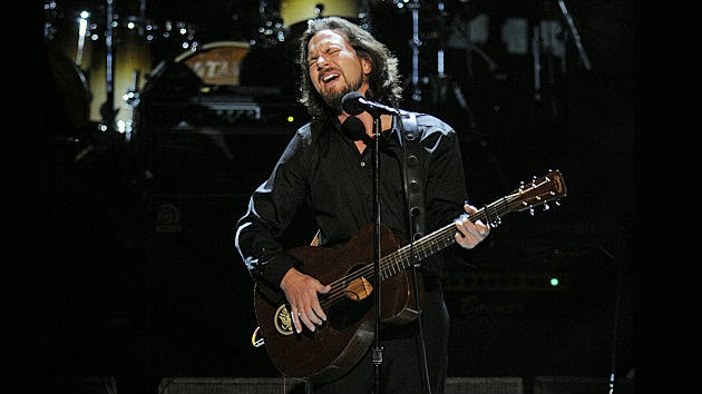 Eddie Vedder Auctioning Guitar He Used During The Who Tribute Show