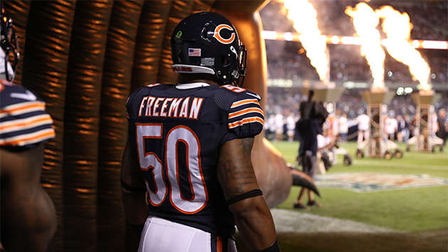 Chicago Bears linebacker Jerrell Freeman saves man with Heimlich maneuver