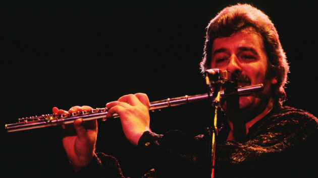 Flautist and founding Moody Blues member Ray Thomas dead at 76