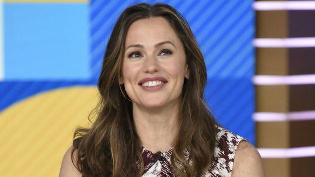 "Jennifer Garner covers 'People' magazine's 2019 ""Beautiful Issue"""