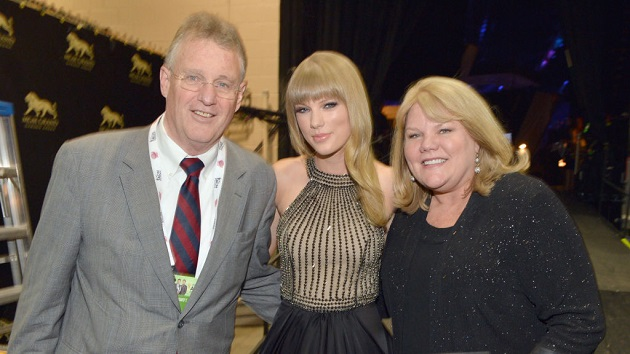 Taylor Swift's dad fights off home intruder