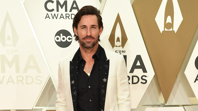 """""""Made for You"""": Jake Owen's daughters and fans co-star in his newest video"""