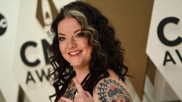 Ashley McBryde plays (and smells!) Loretta Lynn's guitar to raise funds for the Country Music Hall of Fame