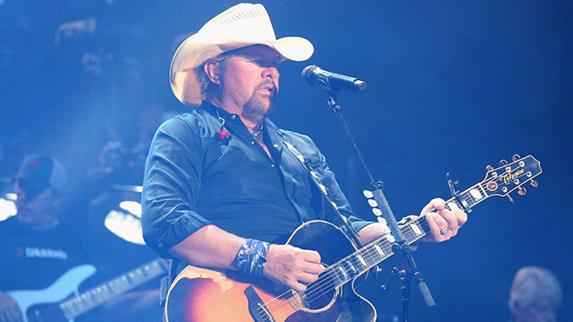 President Trump awards National Medal of Arts to Toby Keith, Ricky Skaggs amid impeachment vote
