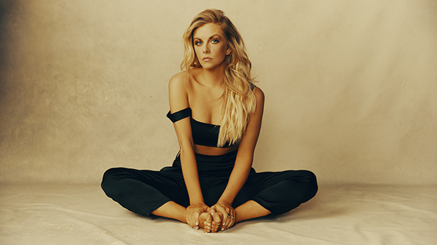 """Lindsay Ell teaches songwriting to fourth graders: """"You guys are brilliant"""""""