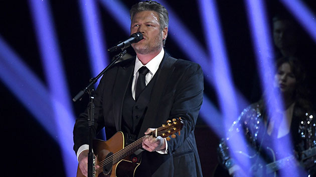 """With """"one foot in traditional country,"""" Blake Shelton's hoping to break new ground with 'Body Language'"""