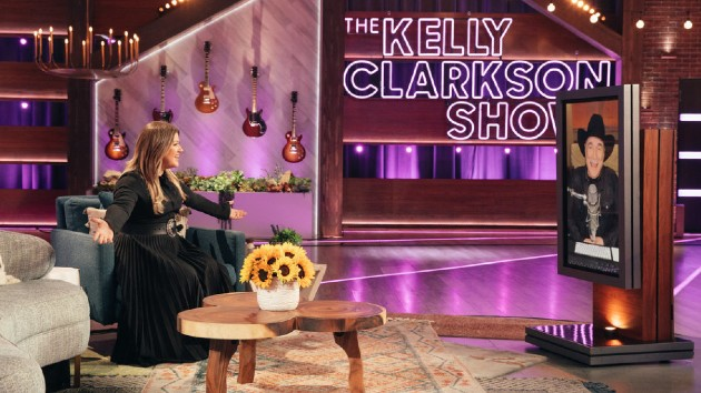 Watch Kelly Clarkson prove yet again that she's the Queen of TMI