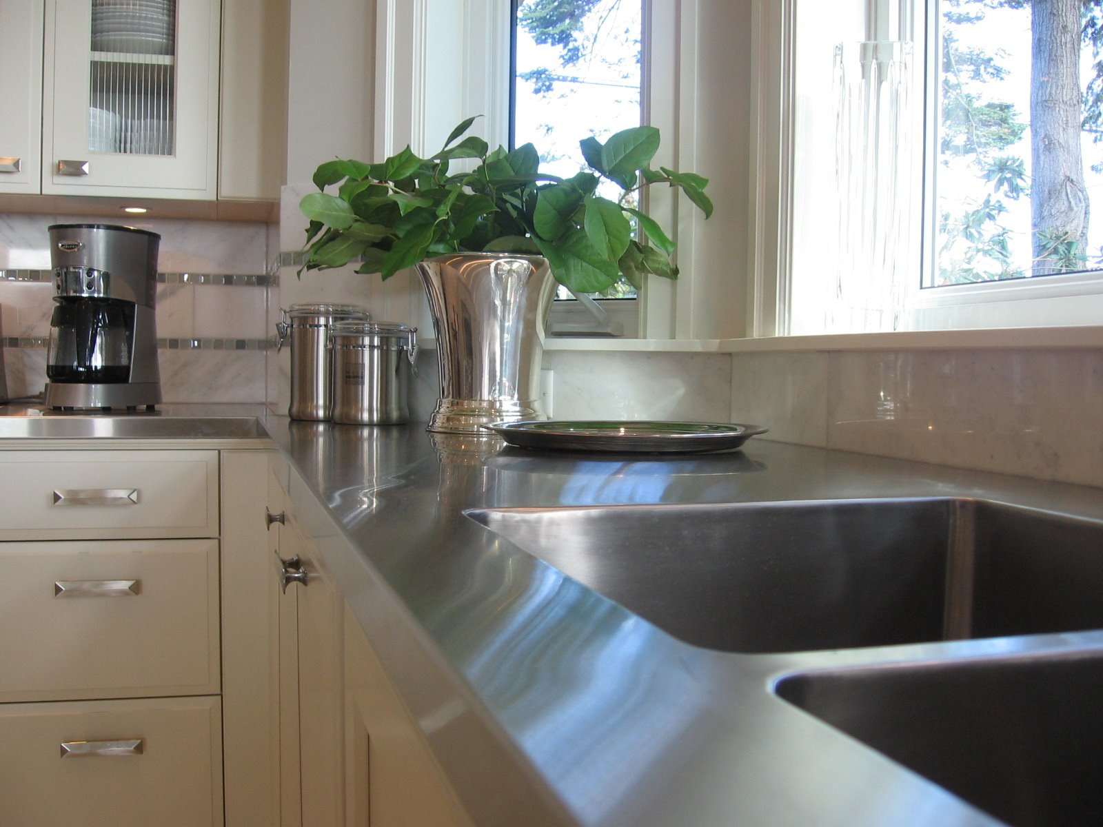 5 different countertop choices you should consider for Stainless steel bathroom countertops