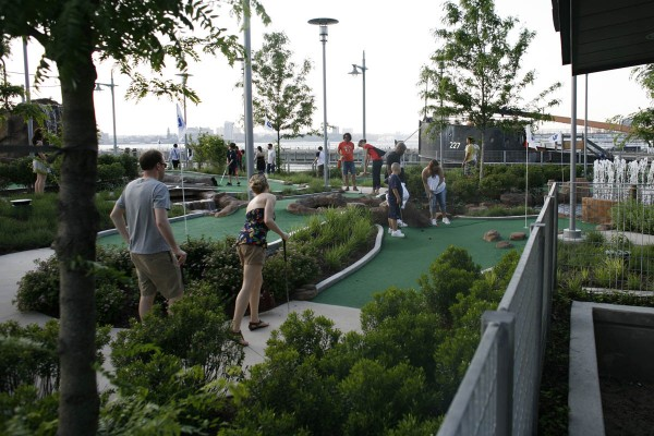 Mini golf at hudson river park pier 25 best of nyc for Best things to do in nyc with family
