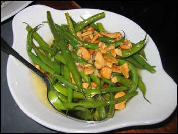 sauteed haricots verts with cashews and lemon